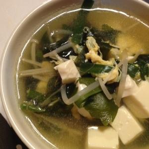 もやしとニラの中華風かき玉スープ。