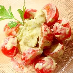 ミニトマトと卵の白身のジェノバ風サラダ