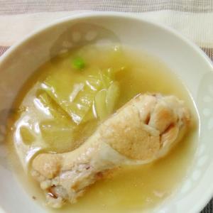 手羽元とキャベツのスープ煮(ローリエ入り)