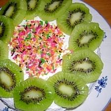 キウイのデコレーションケーキ
