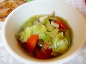 キャベツとベーコン、和風の野菜スープ