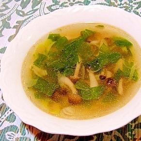 セロリの葉としめじの中華スープ