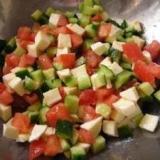 簡単♪可愛い♪トマトとキュウリのキューブサラダ