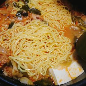 余ったキムチ鍋でねぎたっぷりラーメン