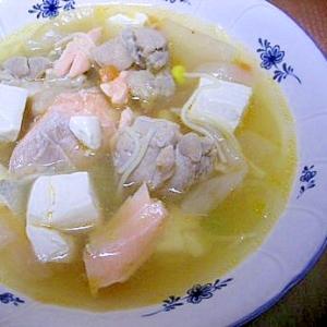 鶏肉・豆腐・鮭・大根のスープ