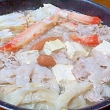 カニとウィンナーとレトルト餃子の水炊き鍋