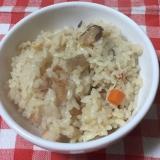 鶏肉と塩こぶ人参コンニャク大根カニカマ椎茸飯