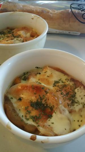 アツアツを召し上がれ♪オニオングラタンスープ