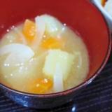 ジャガイモ人参味噌汁
