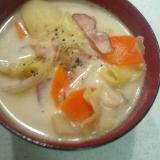 牛乳とベーコンと野菜たっぷり洋風お味噌汁☆