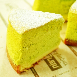 抹茶のスフレチーズケーキ