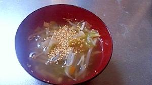 簡単ヘルシー!もやしとキャベツのあっさり中華スープ