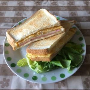 チーズ卵ホットサンド