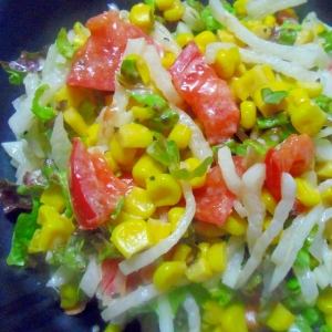 レタスと大根とコーンのサラダ