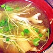 舞茸と貝割れのお味噌汁