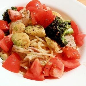 トマトとアボカドのペペロンチーノ