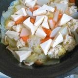 切って丸めてどんどん入れる☆豆腐と野菜とつみれ鍋