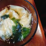 ワンタンとワカメのスープ