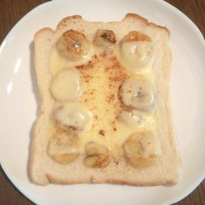 焼きバナナを使ったシナモンチーズトースト