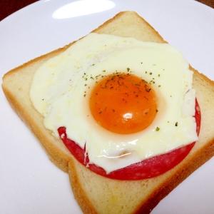 朝食に☆ボロニアソーセージのエッグトースト
