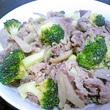 牛肉とブロッコリーの塩麹炒め