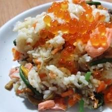 鮭と山菜の炊き込みご飯