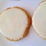 レーズンクッキーのホワイトチョコアイシング