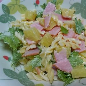 さつまいもとマカロニとわさび菜とハムのサラダ☆