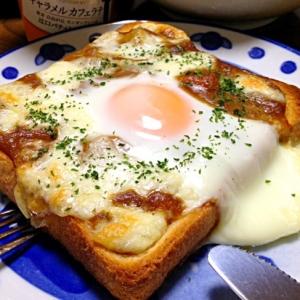 焼きカレーパンです☆見てウフ♪食べて大満足!な1品