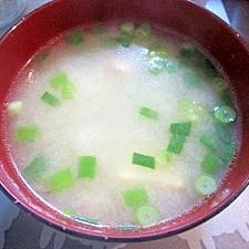 和朝食!厚揚げと玉ねぎとねぎのお味噌汁