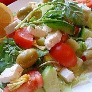カラフルグリークサラダ、野菜たっぷり!