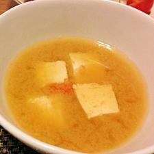 木綿豆腐と人参の味噌汁