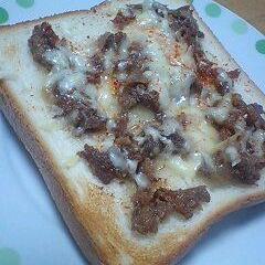 牛丼の具と食パンで、牛パン★