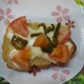 なすとトマトのバジル乗せピザトースト