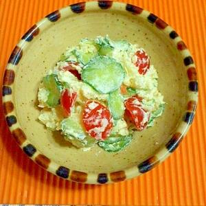 キュウリとトマトのポテトサラダ。からしマヨ♪