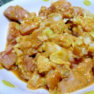 鶏の照り焼きにキャベツ、卵を加えて。