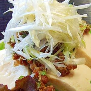 熱々だね!白髪ネギのせ焼き豆腐と焼き納豆