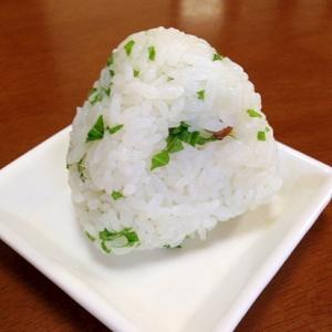 金山寺味噌と大葉のおにぎり