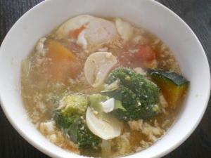 緑黄色野菜と豆腐のスープ