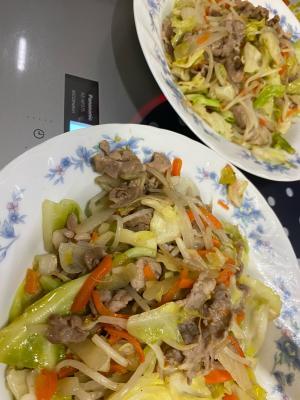 たっぷり野菜と豚肉の味覇野菜炒め