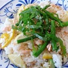 サーモンとアボカドのサラダ寿司
