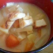 根菜と竹輪と厚揚げのお味噌汁