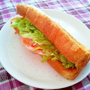 食パンで☆ハムとレタスのチリドック風