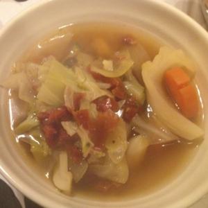 ドライトマト入り野菜たっぷりスープ。