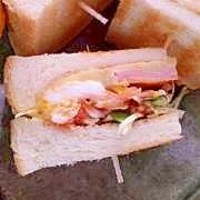 ハム&卵&野菜のサンドウィッチ♪