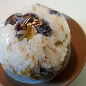 黒豆とつわの煮物と胡麻のおにぎり♬