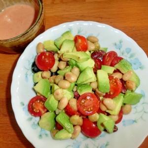 アボガドと蒸し豆のサラダ