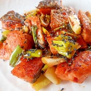 甘塩鮭と長ねぎのピリ辛炒め