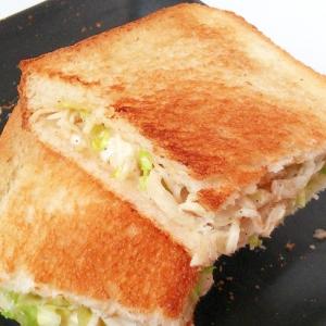 キャベツと蒸し鶏のサラダで☆ホットサンドイッチ