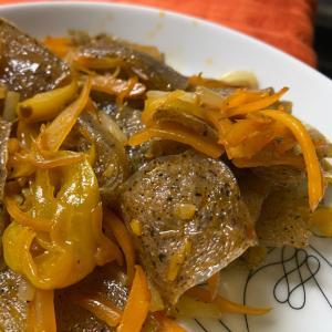簡単!弁当や夕飯に。冷凍こんにゃくのピリ辛炒め